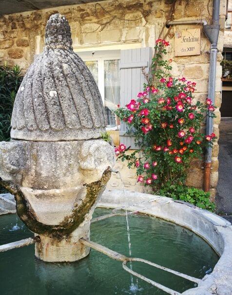 Fontein uit de 13e eeuw in Mirabel-aux-Baronnies