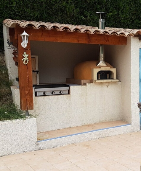 Plancha and wood-fired pizza oven